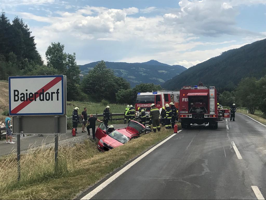 T-10  Verkehrsunfall mit eingeklemmter Person